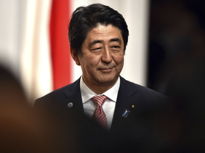 احتمالا نخست وزیر ژاپن در سفر به تهران پیشنهاد کند روحانی و ترامپ پاییز امسال در حاشیه اجلاس مجمع عمومی سازمان ملل، دیدار کنند / شینزو آبه سال ۱۳۶۲ همراه با پدرش که وزیر خارجه بود، به ایران سفر کرده بود؛ آن سفر برای میانجیگری بین ایران و عراق برای پایان جنگ بود