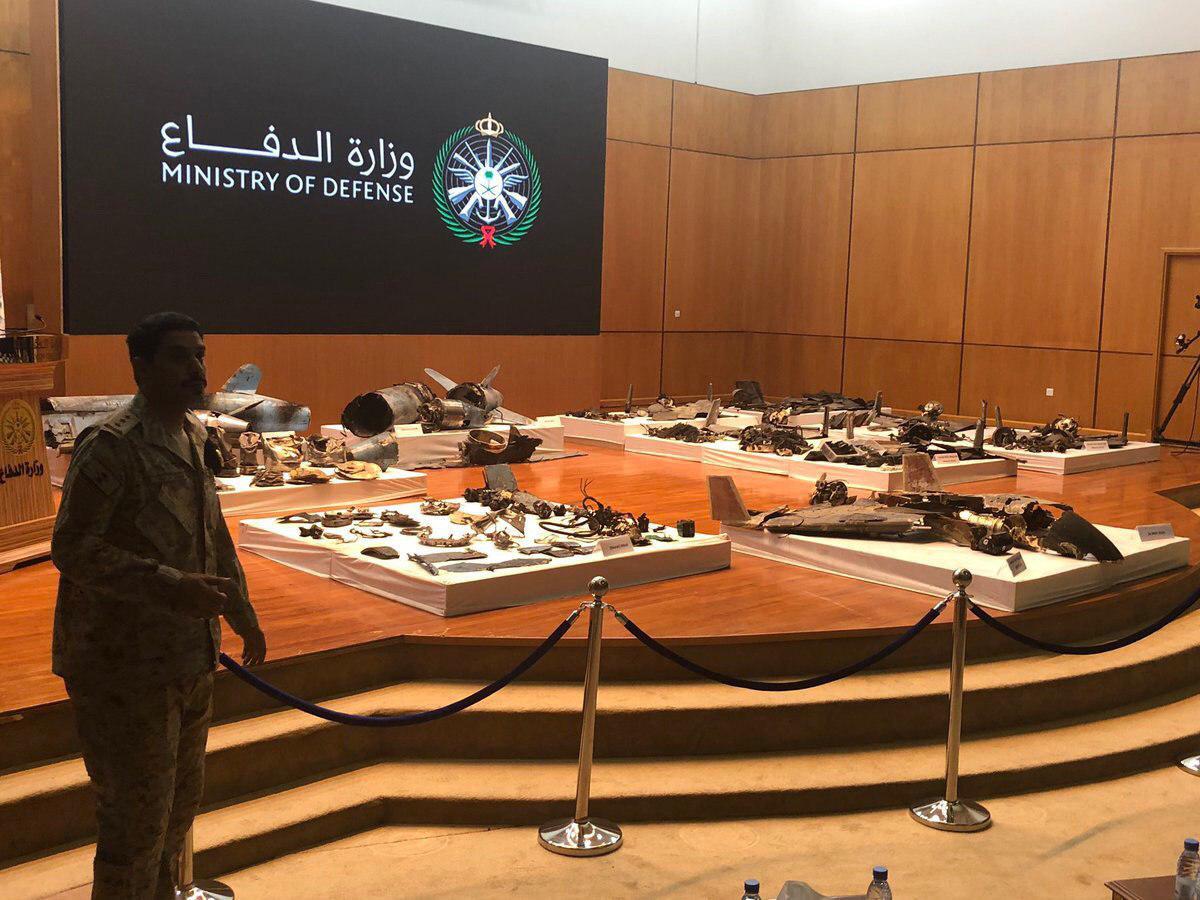 عربستان با نمایش قطعاتی از یک موشک متلاشی شده: با پشتیبانی ایران حمله به تاسیسات نفتی آرامکو با ۱۸ پهپاد و ۷ موشک کروز صورت گرفت/ جامعه بین المللی باید با اقدامات ایران در منطقه برخورد کند