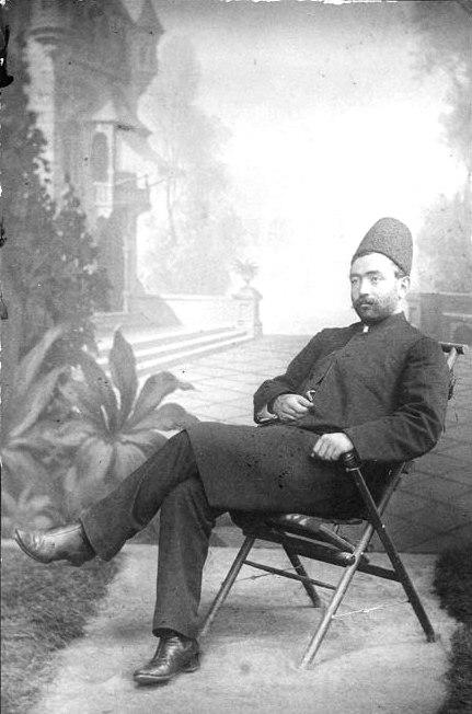 امین السلطان وزیر دربار ۲۵ سال دارد و فیالواقع صدراعظم ایران است!