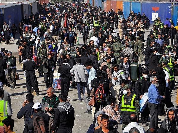 واعظی: در 24 ساعت گذشته 180 هزار زائر از مرز مهران عبور کردند