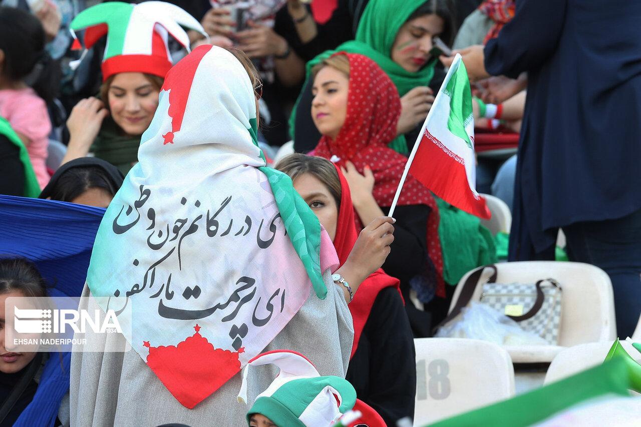 بازی ایران و کامبوچ تحت تاثیر حضور زنان ایران در ورزشگاه + عکس
