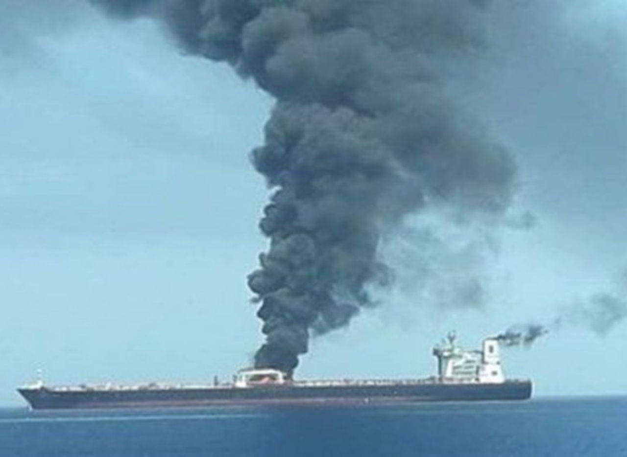 انفجار بدنه نفتکش ایرانی در دریای سرخ / علت انفجار اصابت موشک بود