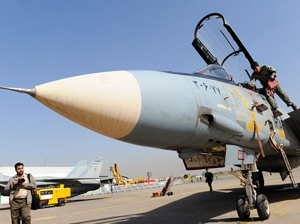 آیا ماجرای پهپاد جاسوسی سری آمریکا با نور آبی درخشان و پرواز در ارتفاع بالا صحت دارد؟ / ایران و آمریکا تنها کشورهایی هستند که از اف-۱۴ استفاده کرده اند / یگان ویژه ایران برای محافظت از مراکز هستهای خود