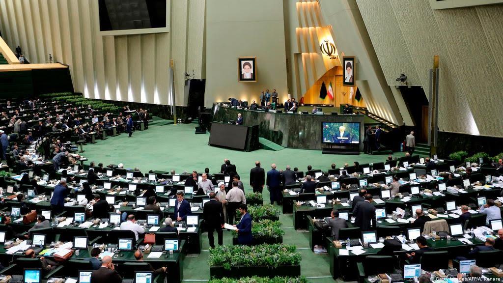 تذکر 2 عضو فراکسیون امید به وزیر کشور درباره فراهم کردن امکان اعتراض مدنی مردم