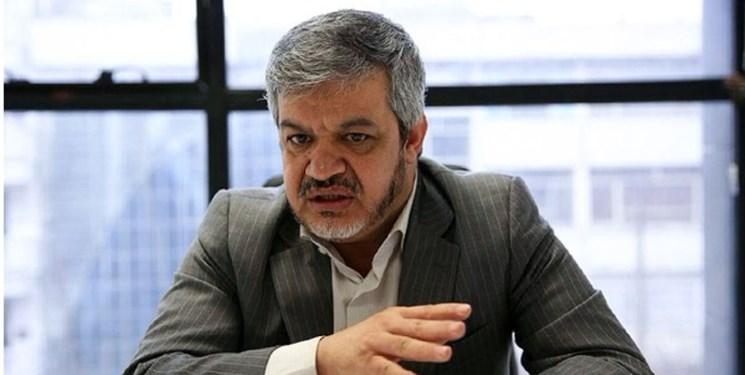 عضو هیات رئیسه مجلس: لاریجانی افزایش قیمت بنزین را به نمایندگان گفته بود