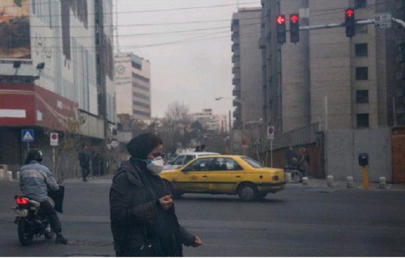 استاندار تهران با اشاره به بوی نامطبوع در تهران: احتمالا صنایع و پالایشگاه ها و جایگاه های دفن زباله این شرایط را فراهم کرده  / بوی نامطبوع نیمه شب از تهران عبور میکند /  ۲۷ کانون بوی نامطبوع شناسایی شده
