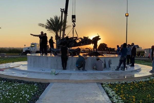 انتقال خودروهای سردار سلیمانی و ابومهدی المهندس به محل شهادتشان