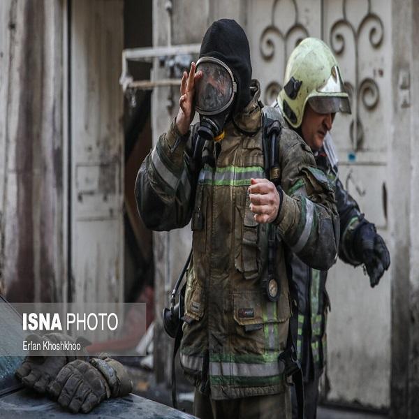 تصاویر: آتش سوزی یک ساختمان قدیمی در خیابان لاله زار