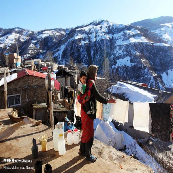 تصاویر: چادر نشینی زلزله زدگان رامیان در برف زمستان