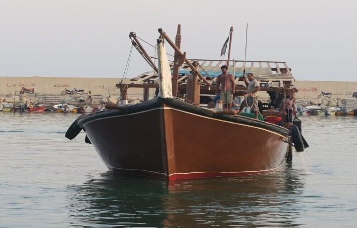 یک فروند لنج صیادی با ۱۸ سرنشین در محدوده سواحل کنارک نجات یافت