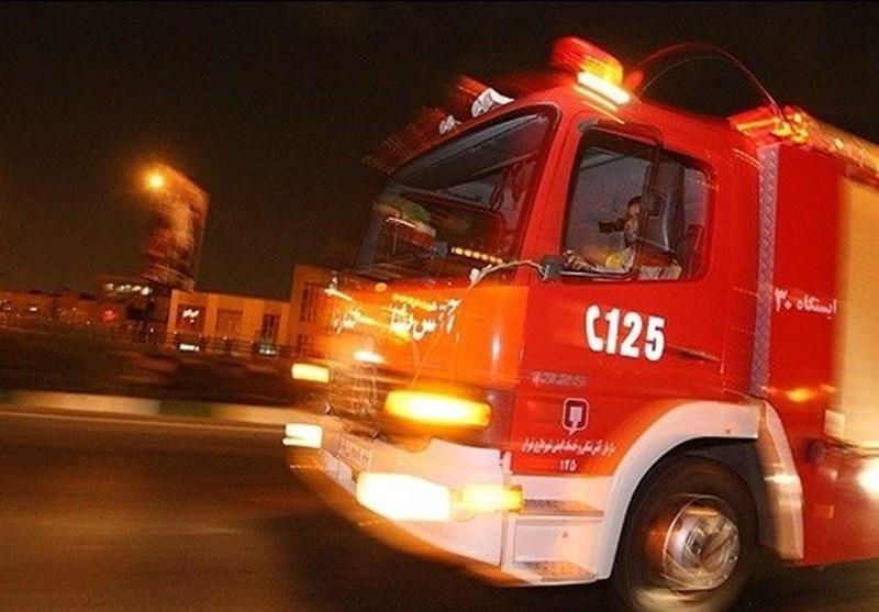 آتش سوزی گسترده انبار لوازم یدکی خودرو در میدان گمرک