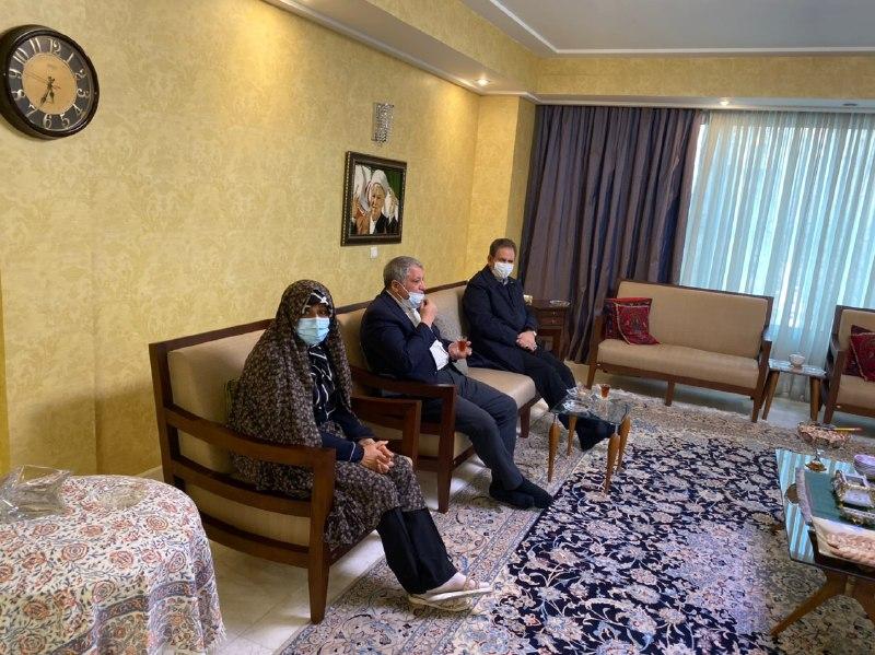 عکس/ دیدار جهانگیری با خانواده و همسر آیت الله هاشمی در چهارمین سالگرد درگذشت او