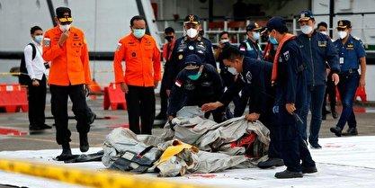 بخشهایی از اجساد سرنشینان هواپیمای اندونزی پیدا شد