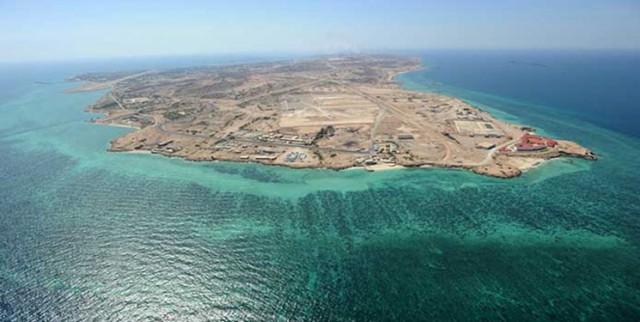 دریادار تنگسیری: فرمان فرمانده معظم کل قوا است که مردم در جزایر خلیج فارس زندگی کنند
