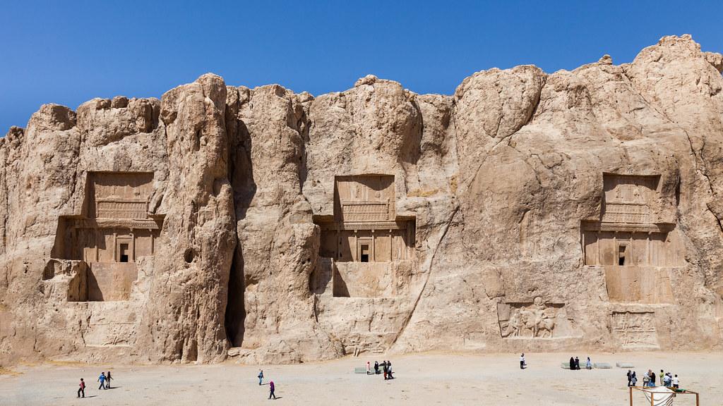 کشف ۲۰ کتیبه جدید در نقش رستم / شباهتهای سنگگورهای ساسانیان با امروزیها