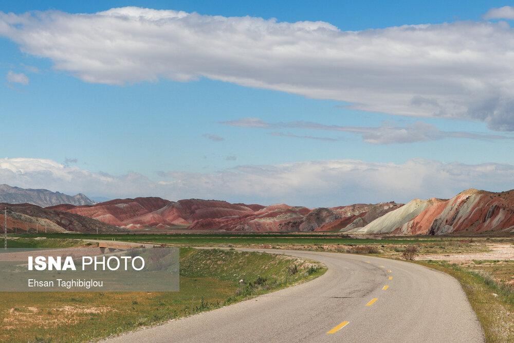 تصاویر: ایران زیباست؛ کوه های رنگی «ماهنشان»