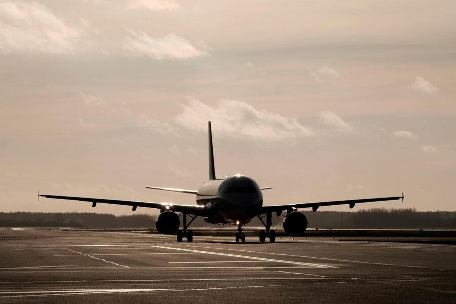 فرود اضطراری هواپیما در فرودگاه مهرآباد / ۲ نفر شوکه شدند