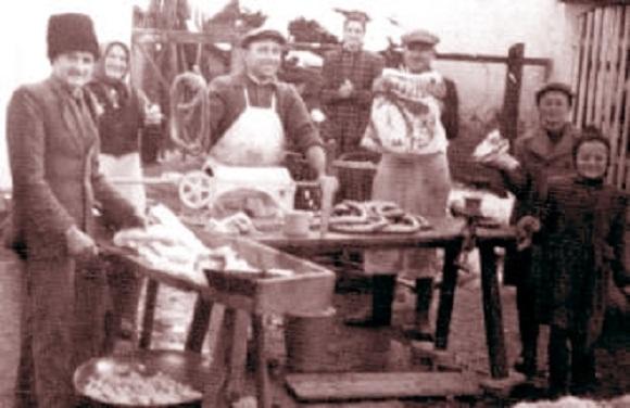 ناصرالدینشاه و همراهانش، نخستین ایرانیانی که ساندویچ کالباس خوردند