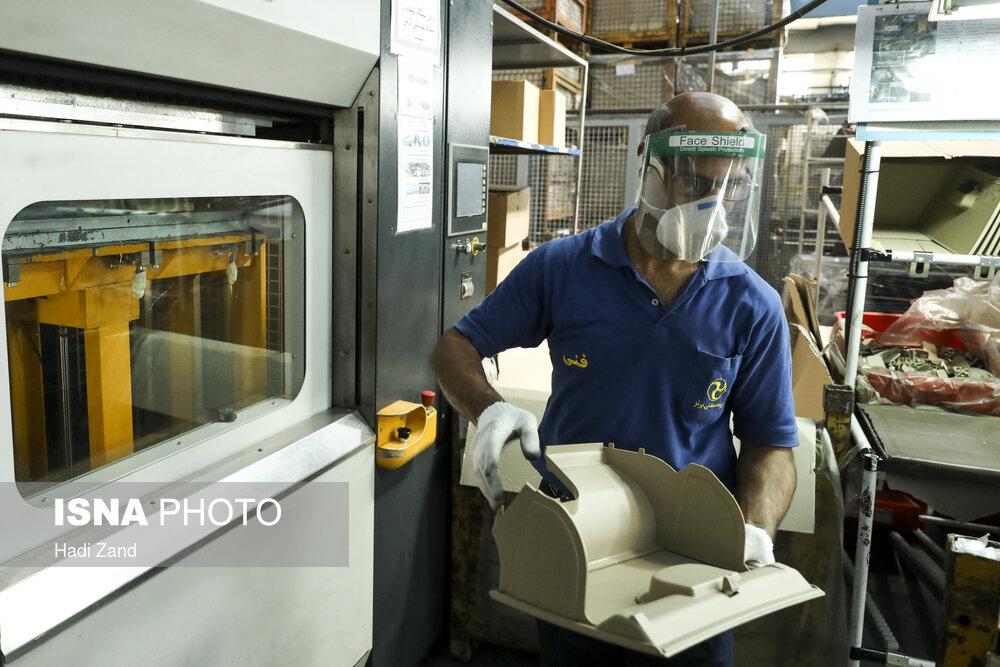 تصاویر: کار در کارخانه در شرایط کرونایی