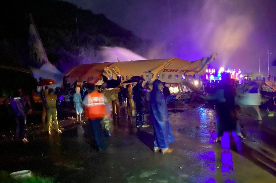 حادثه برای یک هواپیما هنگام فرود در فرودگاه «کالیکات» هند با ۱۹۱ مسافر