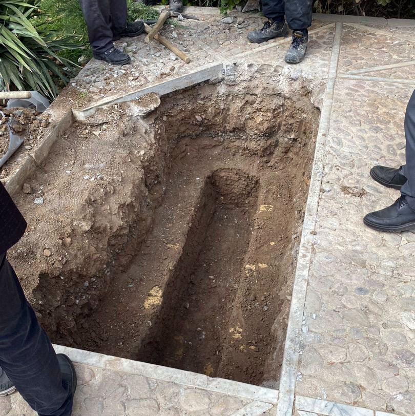 پیکر استاد شجریان به مشهد رسید / ارشاد: زمان دقیق خاکسپاری هنوز مشخص نیست / محل دفن، قطعا در کنار مقبره اخوان ثالث قطعی است / همایون شجریان: درمورد محل خاکسپاری، فشاری وجود نداشت / / نمیخواهم این اتفاق تبدیل به کارزار کشمکشهای سیاسی شود
