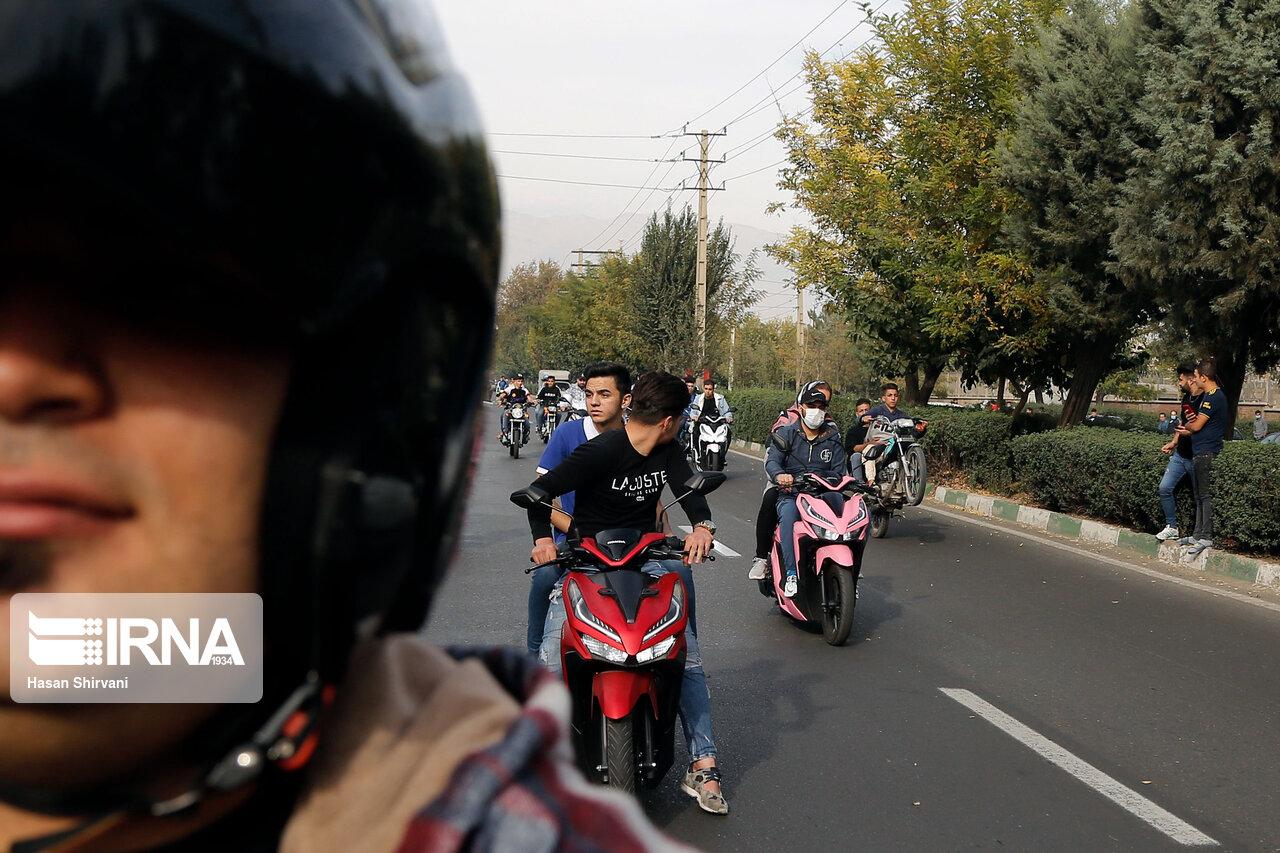 تصاویر: حرکات نمایشی با موتور سیکلت؛ تفریحی خطرناک