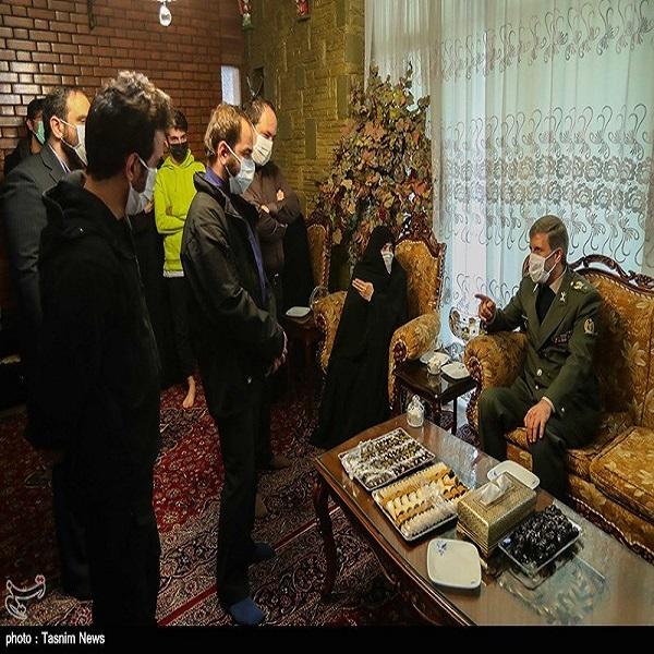تصاویر: حضور وزیر دفاع در منزل شهید فخری زاده