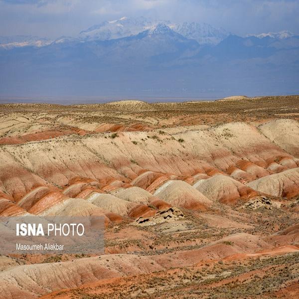 تصاویر: تپههای رنگی «اشتهارد»