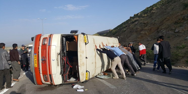 واژگونی مینیبوس حامل صندوق سیار انتخابات در دیواندره / یک فوتی و ۶ نفر زخمی شدند