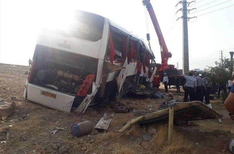 واژگونی اتوبوس خبرنگاران اعزامی به دریاچه ارومیه / ۲ نفر کشته و ۲۱ نفر زخمی شدند