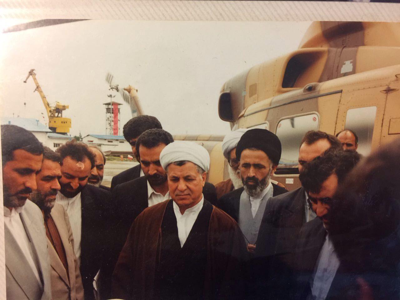خاطرات آیت الله هاشمی رفسنجانی، ۴ مهر ۱۳۷۷: [حسامالدین] آشنا، معاون وزیر اطلاعات، تلفنىگفت، اگر صلاحیت آقای خویینىها قبول نشود، ممکن است جناح چپ، انتخابات را تحریم کنند